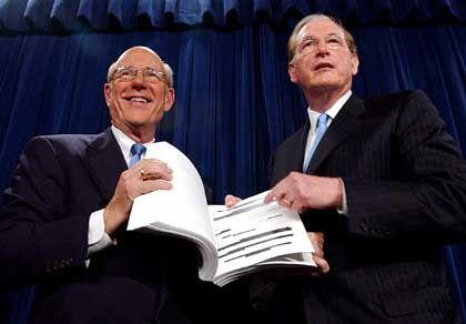 Vernichtendes Urteil für die CIA: Die US-Senatoren Pat Roberts und John D. Rockefeller stellen ihren Bericht vor