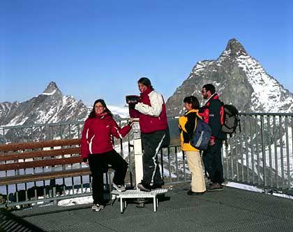 Höchste Alpen-Aussichtsplattform: Rund 500.000 Touristen fahren jährlich mit der Bergbahn auf das 3883 Meter hohe Klein Matterhorn