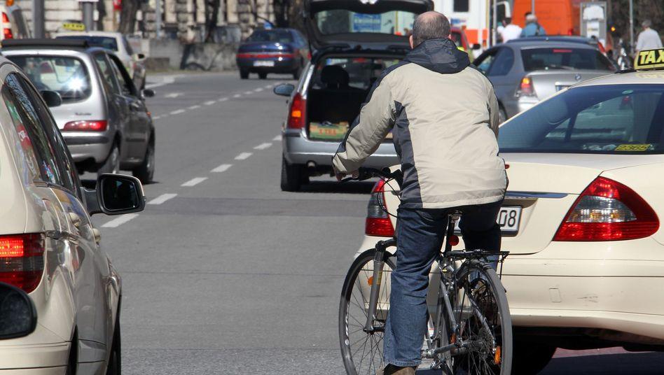 Ungleiche Verteilung der Kräfte: Autos sind für Radfahrer eine Gefahr