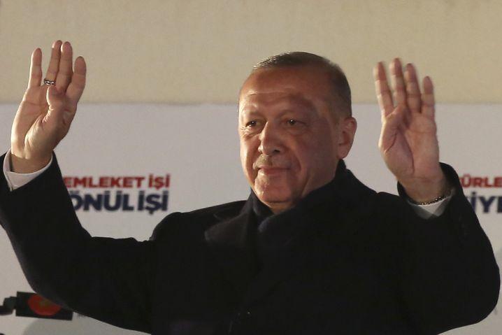 Erdogan bei seiner Rede am Sonntagabend in Ankara