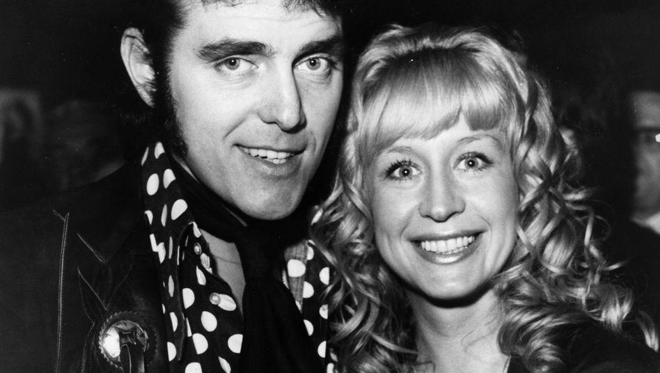 """Alvin Stardust Anfang der Siebziger (hier mit seiner damaligen Frau Iris): Mit """"My Coo Ca Choo"""" auf Platz zwei der britischen Charts."""