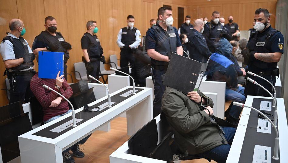 Prozessauftakt in Stammheim: Wollten die Angeklagten gewaltsam den »Systemwandel in Deutschland« herbeiführen?