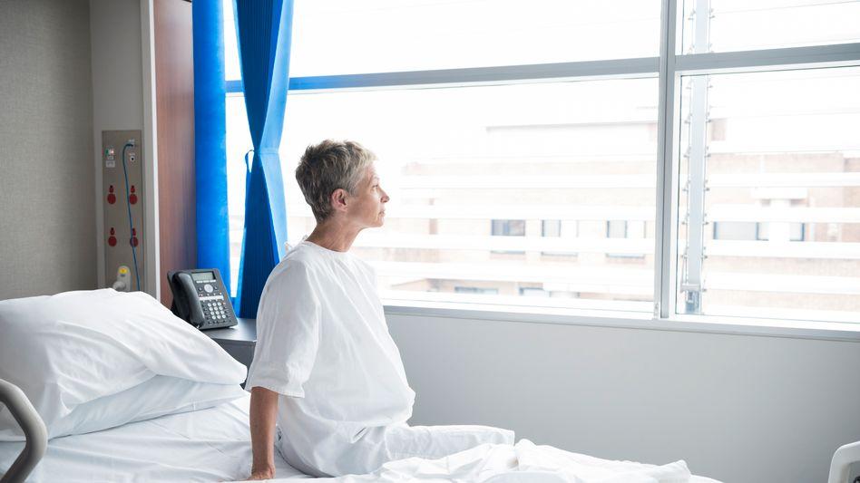 Allein im Krankenhaus (Symbolbild): »In der arabischen Kultur ist es üblich, dass Familie, Freunde und Verwandte einen Kranken im Krankenhaus besuchen, gern auch in Gruppen«