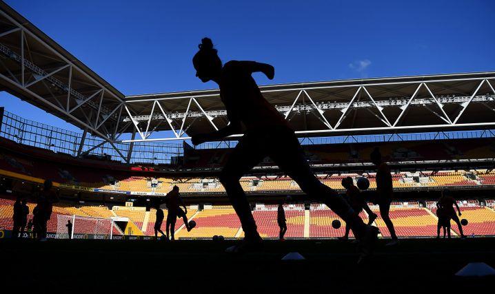 Vorbereitung auf ein Spiel in der australischen Profiliga W-League zwischen Brisbane Roar und Canberra United