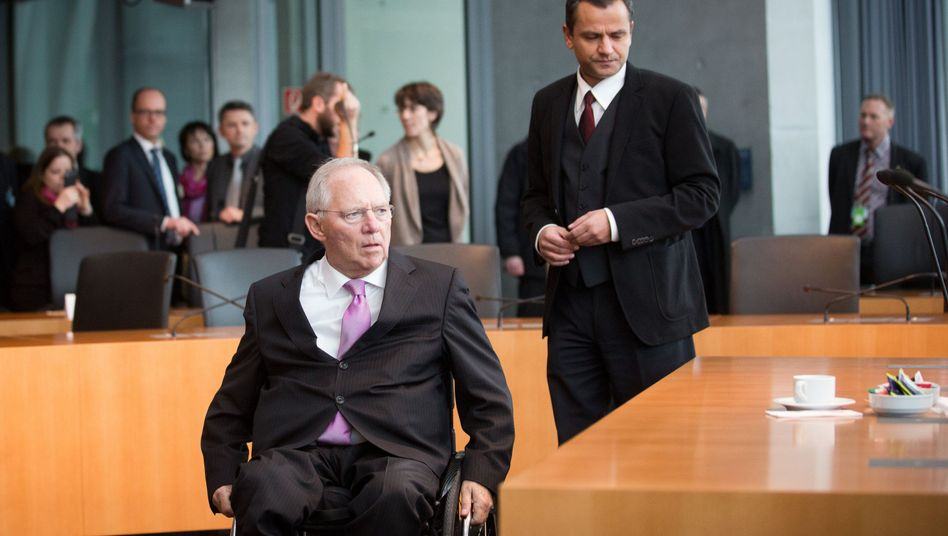 Minister Schäuble, Ausschussvorsitzender Edathy: Hitziger Schlagabtausch