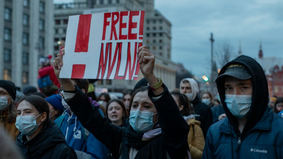 Demonstranten in Moskau: »Ein Mord vor laufender Kamera«