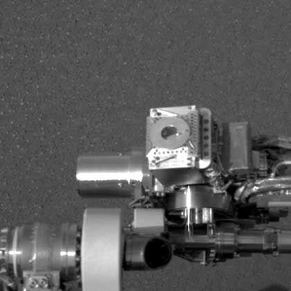 """Selbstbildnis: Das Mößbauer-Spektrometer am Roboterarm von """"Opportunity"""" aus der Perspektive der Panoramakamera"""