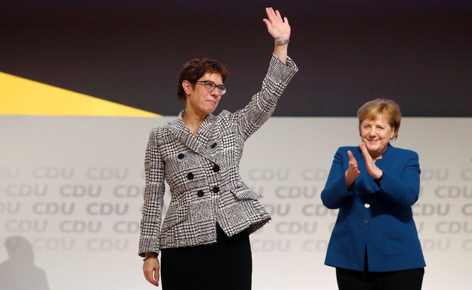AKK/ Merkel