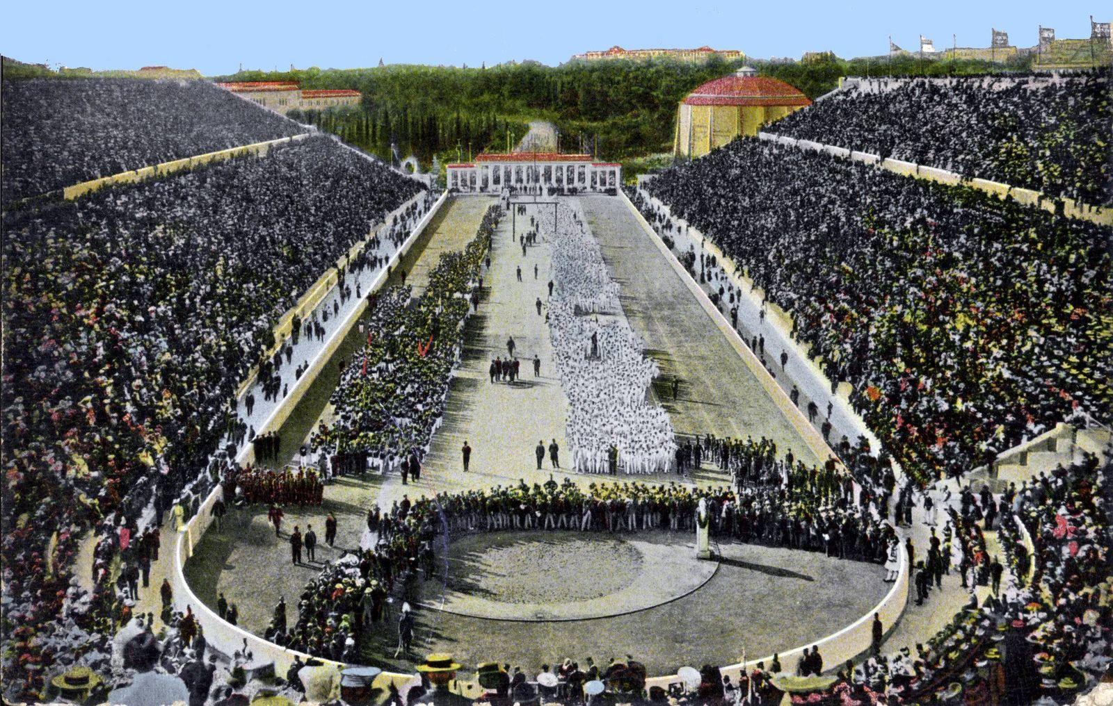 Das ausverkaufte Panathinaikos Stadion in Athen während der Eröffnungsfeier der ersten neuzeitlichen Sommerspiele 1896