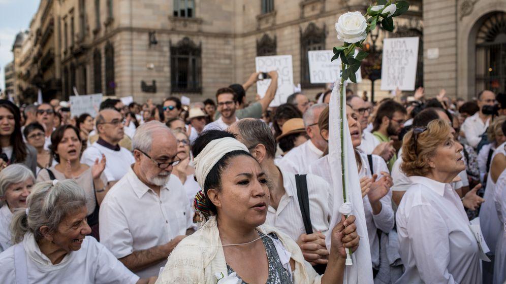 Demonstrationen in Spanien: Ganz in weiß für den Dialog