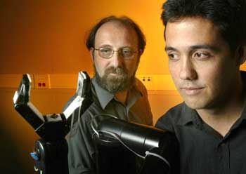 Miguel Nicolelis (l.) und sein Kollege José Carmena von der Duke University