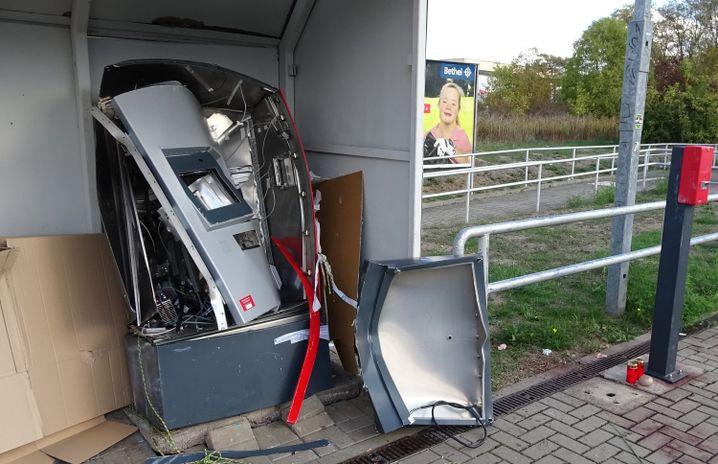 Der Ticketautomat nach der Sprengung