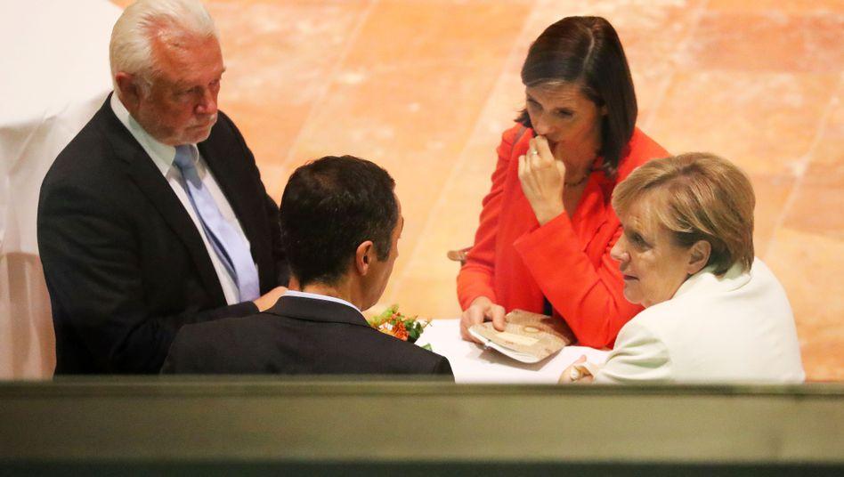 Angela Merkel, Katrin Göring-Eckardt, Cem Özdemir, Wolfgang Kubicki (von rechts)