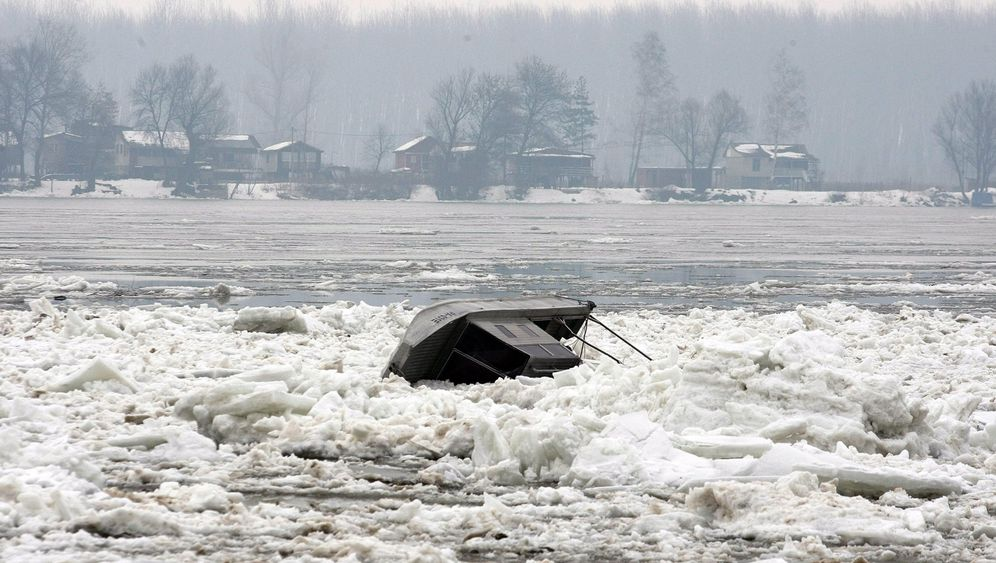 Photo Gallery: Dangerous Ice Floes Clog the Danube