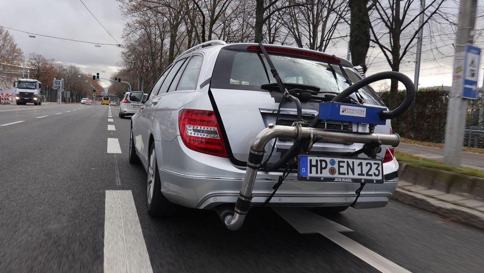 Die Emissionen eines Mercedes stiegen nach einem Softwareupdate laut einer Messung sogar an