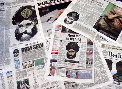 Titelblätter dänischer Zeitungen: Solidaritätsaktion für bedrohten Karikaturisten