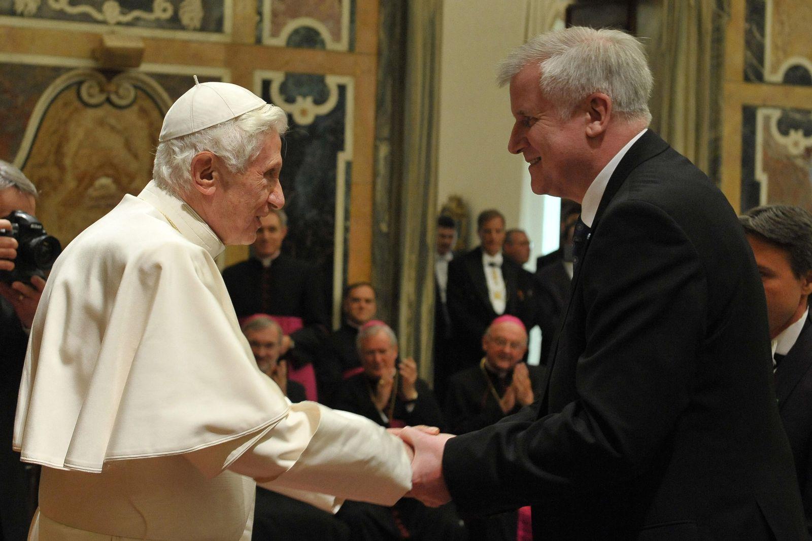 Seehofer/ Papst