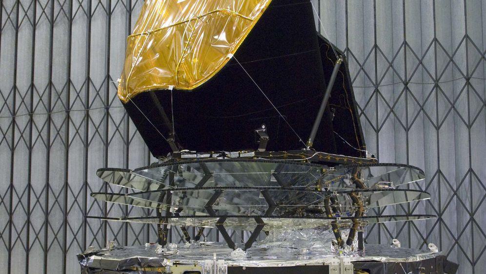 Photo Gallery: Measuring Residual Radiation with the Planck Satellite