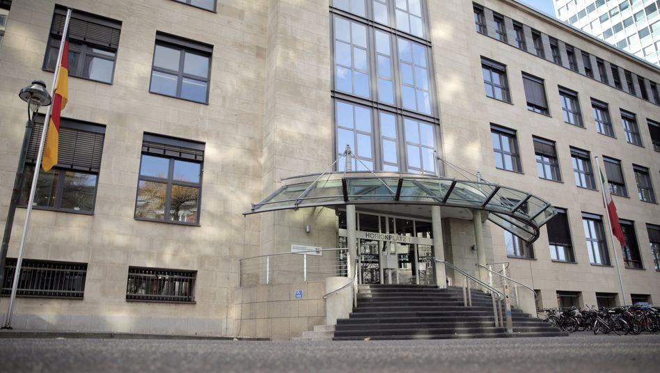 Eingang zu Staatskanzlei in Düsseldorf (Archiv): Wie es zu der Panne kam, ist noch unklar