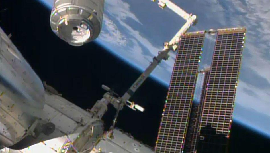 """""""Cygnus"""" beim Andocken an die ISS: Versorgungsflug mit Verspätung"""