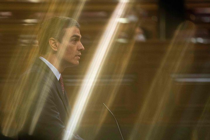 Pedro Sánchez im Parlament: Zum Alarmzustand gedrängt