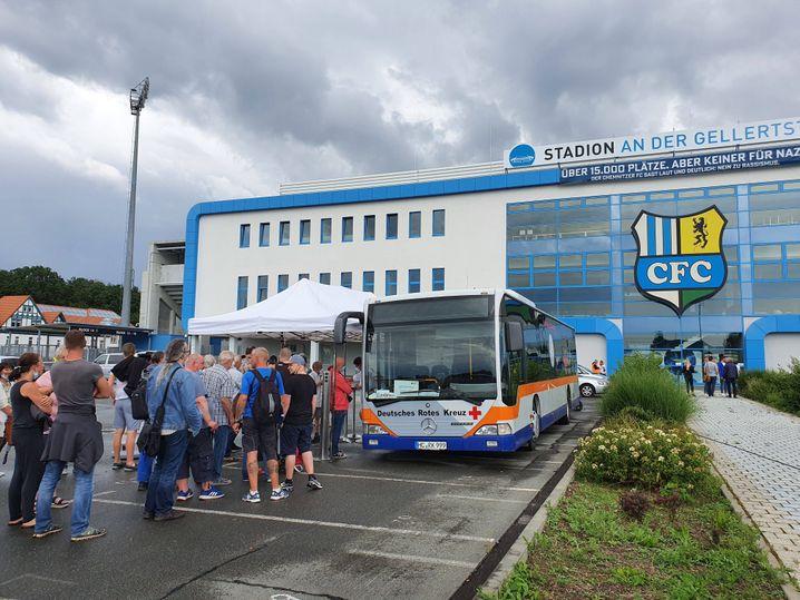 Der Versuch, Menschen ohne Druck zur Impfung zu bewegen: Ein mobiler Impfbus in Chemnitz