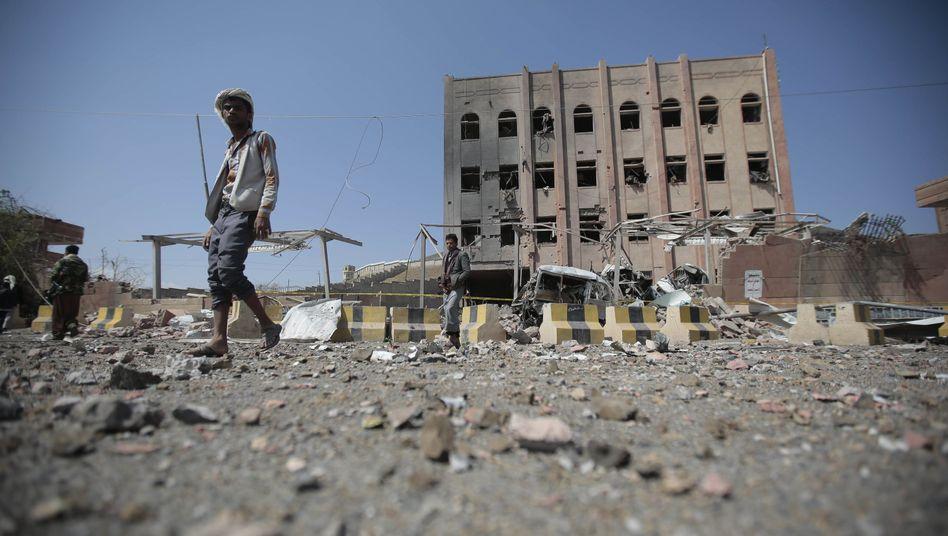 Ein zerstörtes Forschungsgebäude in Sanaa im Jemen
