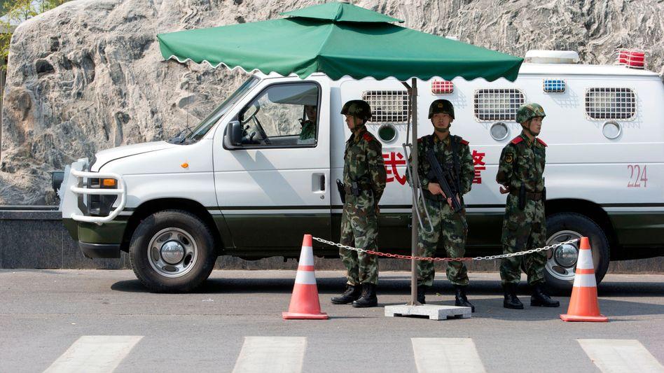 Soldaten in Peking: Verschärfte Sicherheitslage in der 20-Millionen-Metropole