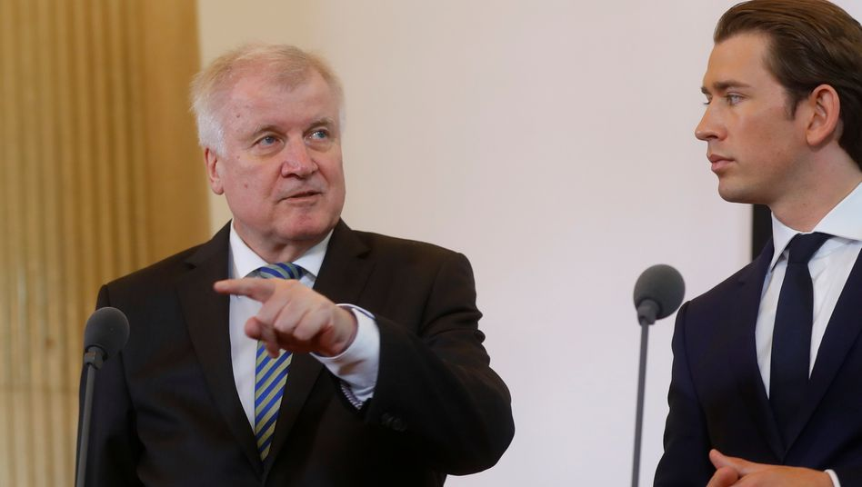 """German Interior Minister Horst Seehofer with Austrian Chancellor Sebastian Kurz in 2018: """"If we do nothing, we are strengthening the political fringes."""""""