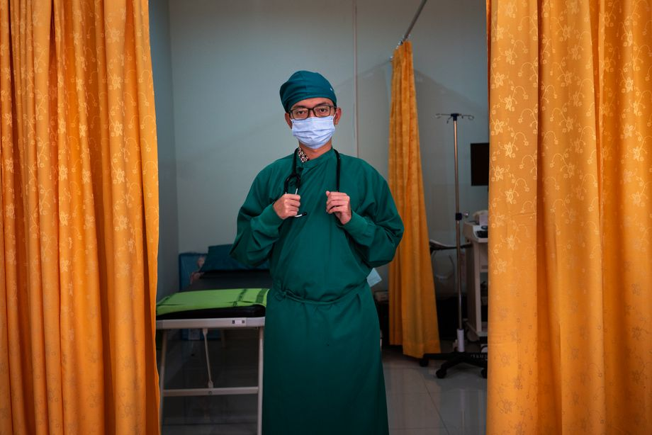 Bamrayuji, 36 tahun, adalah seorang ahli jantung di Rumah Sakit Distrik Solomon.  Dia merawat pasien Covid tiga hingga empat kali seminggu.