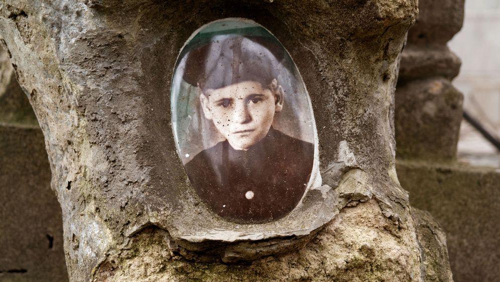 Spuren jüdischen Lebens in Osteuropa: Planierte Massengräber, Synagogen als Brauereien