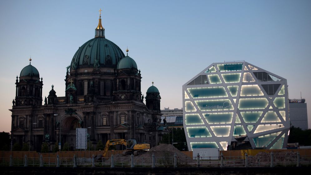 Humboldt-Box in Berlin: Augen zu oder wegsprengen?