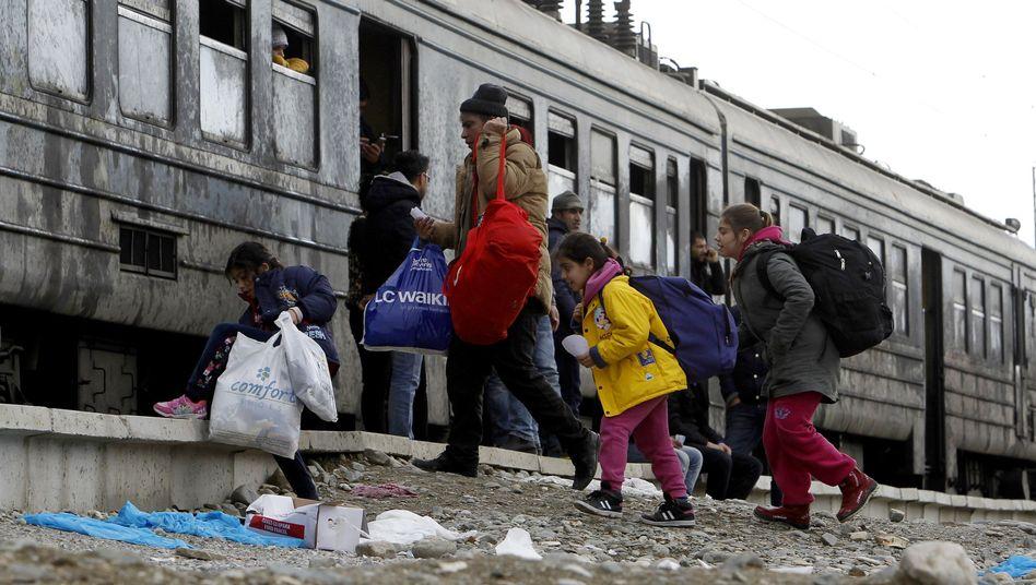 Flüchtlinge auf dem Weg nach Serbien (Archiv): Grenze nach Süden dicht