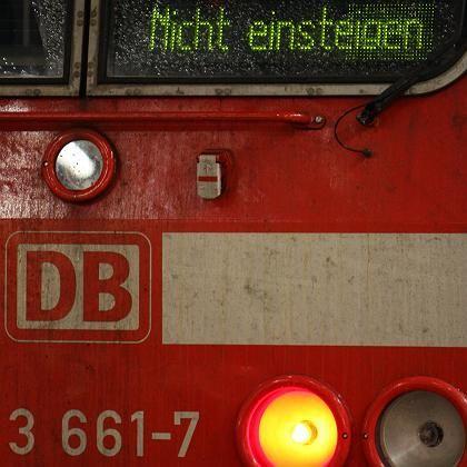 """Hauptbahnhof Frankfurt am Main: """"Nicht einsteigen"""" - nichts geht mehr"""