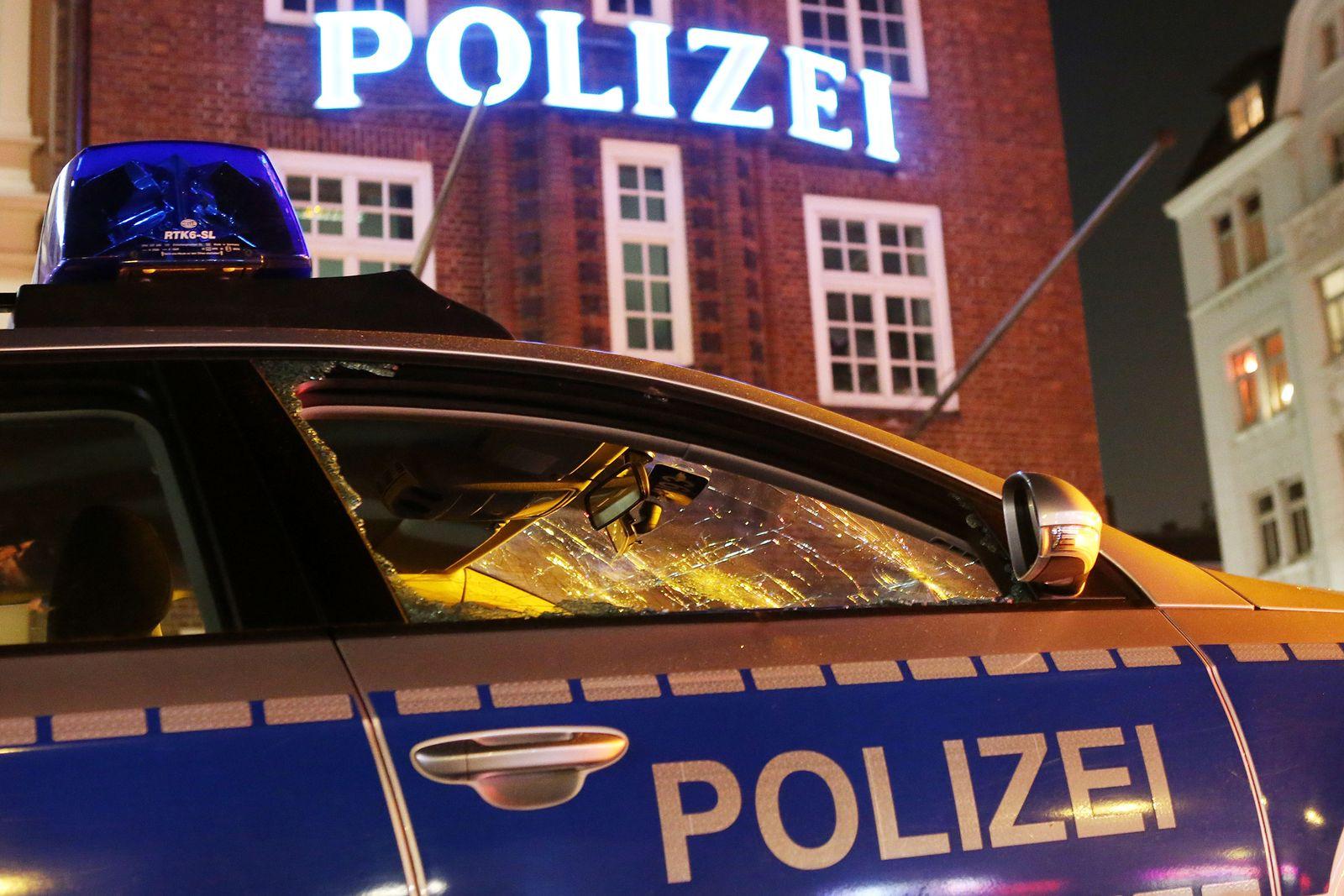 Hamburg/ Ausschreitungen/ Polizeiwagen