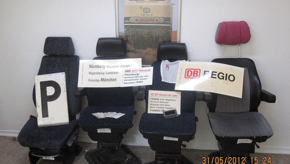 Ein Teil des Diebesgutes: Vier Lokführersessel, Schilder, BahnCards, Geldbörsen