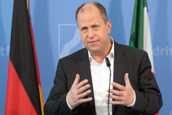 """NRWs stellvertretender Ministerpräsident Joachim Stamp: """"Es ist auch kein dauerhaft akzeptabler Zustand, dass die Bundeskanzlerin und die Ministerpräsidenten in Zwei-Wochen-Rhythmen bundeseinheitlich erklären, was jetzt geht und was nicht."""""""