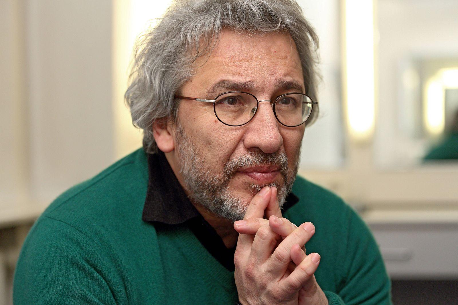 Can Duendar (Dündar), tuerkischer Journalist, Dokumentarfilmer und Buchautor, am 19.01.2018 im Maxim Gorki Theater in B