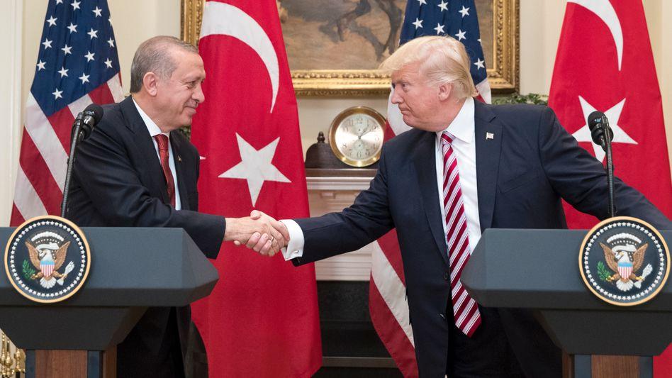 Handschlag unter Staatschefs: Donald Trump und Recep Tayyip Erdogan
