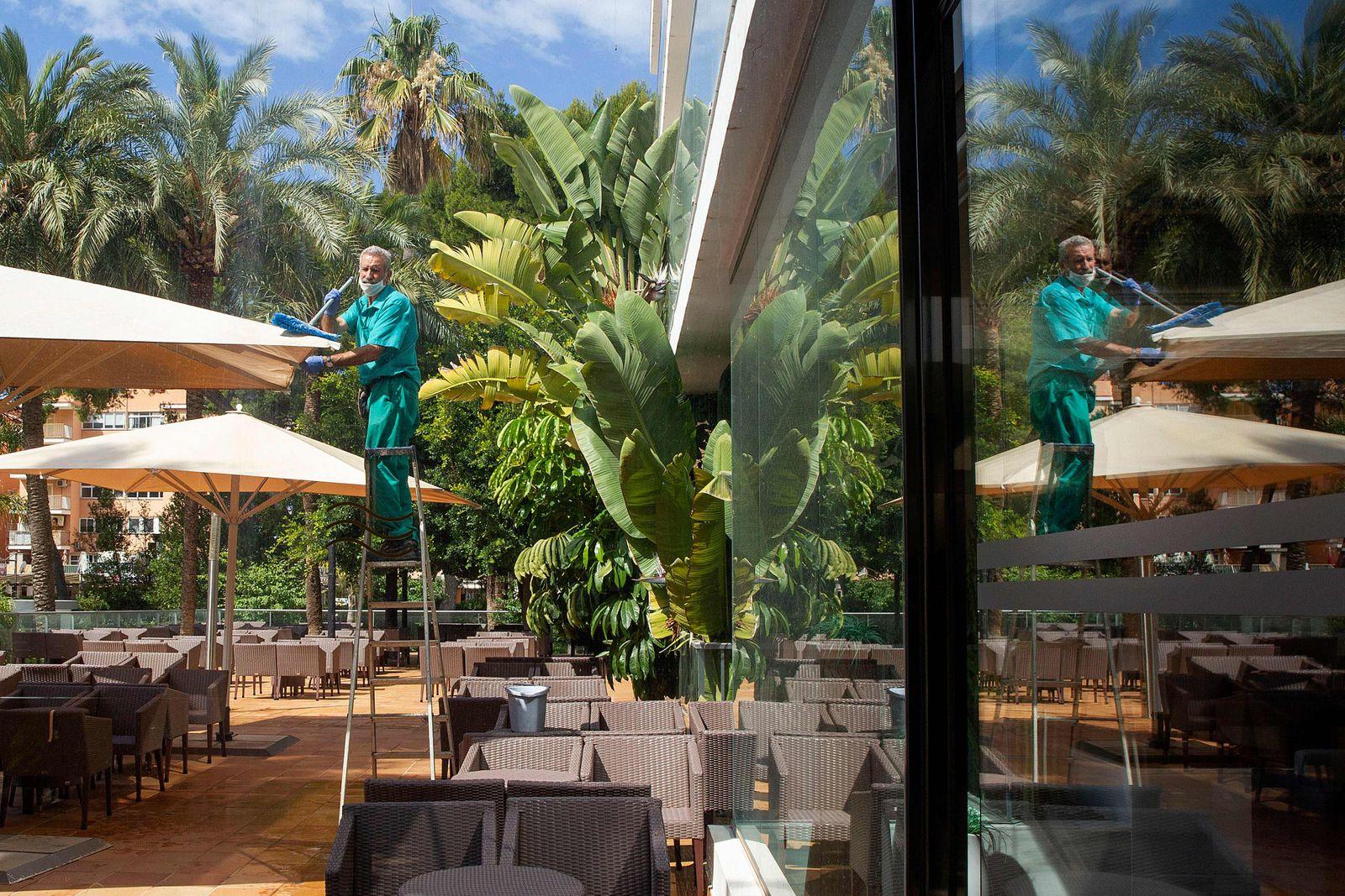 SPAIN-HEALTH-VIRUS-TOURISM-HOTEL
