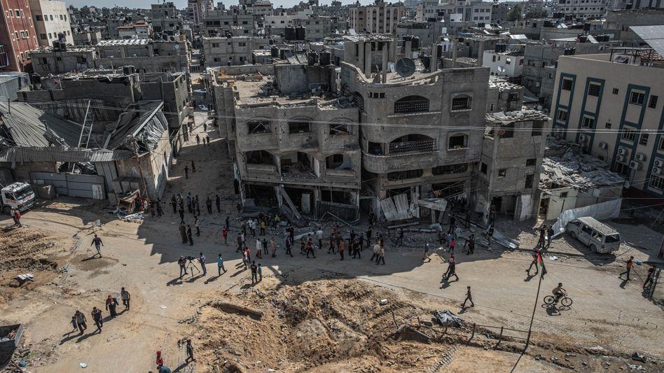 Luftangriffe zerstörten eine Reihe von Häusern in Gaza
