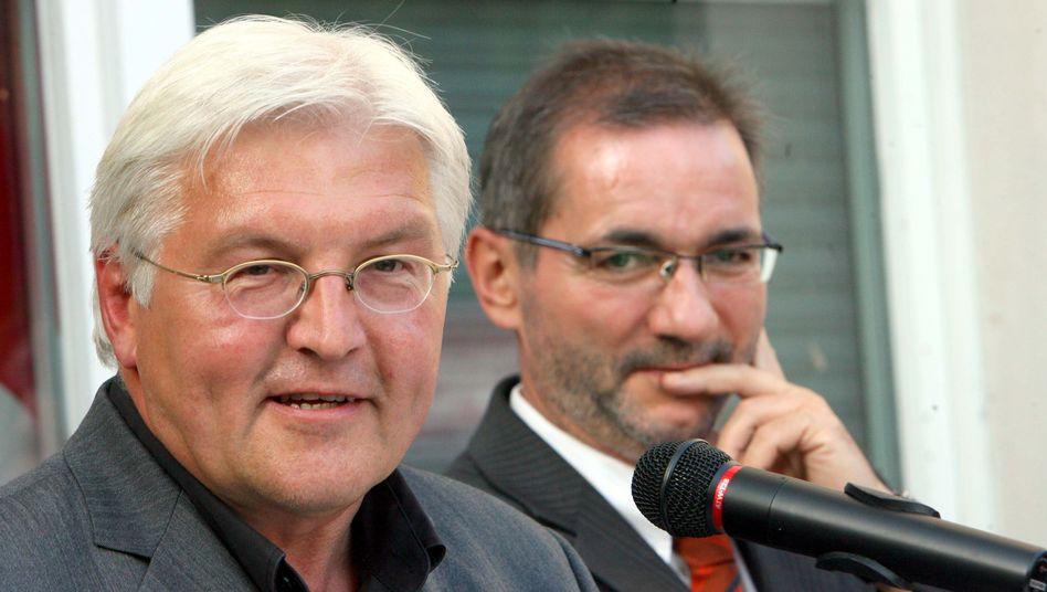SPD-Politiker Steinmeier (l.) und Platzeck (2007): Putschgerüchte in Brandenburg