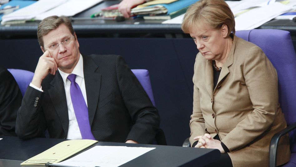 """Regierungsmitglieder Westerwelle, Merkel im Bundestag: """"sehr hohe aktuelle Relevanz"""""""