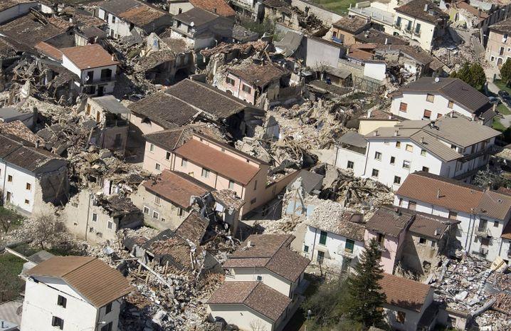 L'Aquila, Mittelitalien am 7. April 2009: Staatsanwälte gegen die Wissenschaft