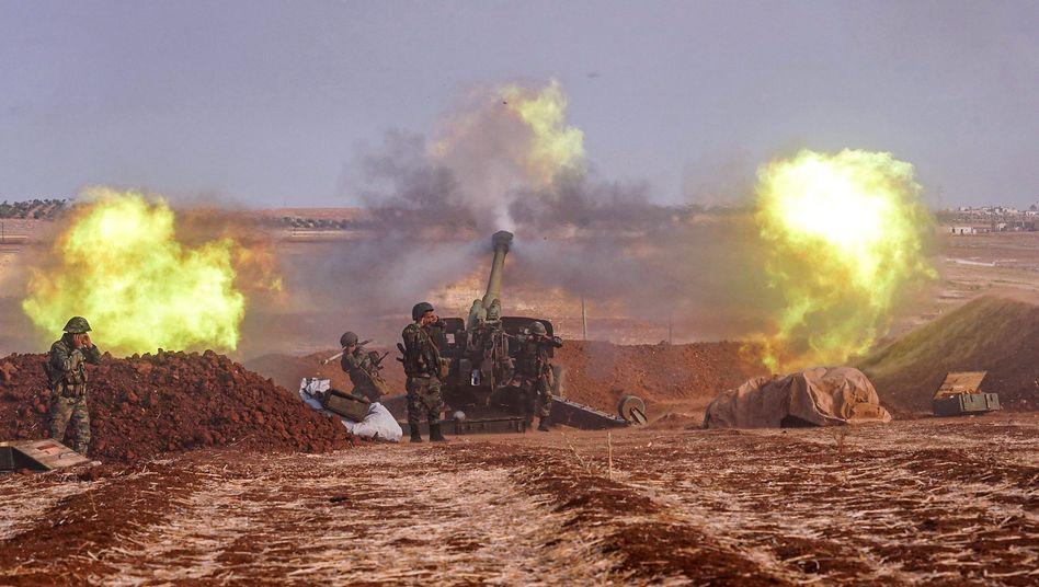 Eine Einheit der syrischen Armee am Rand der Provinz Idlib