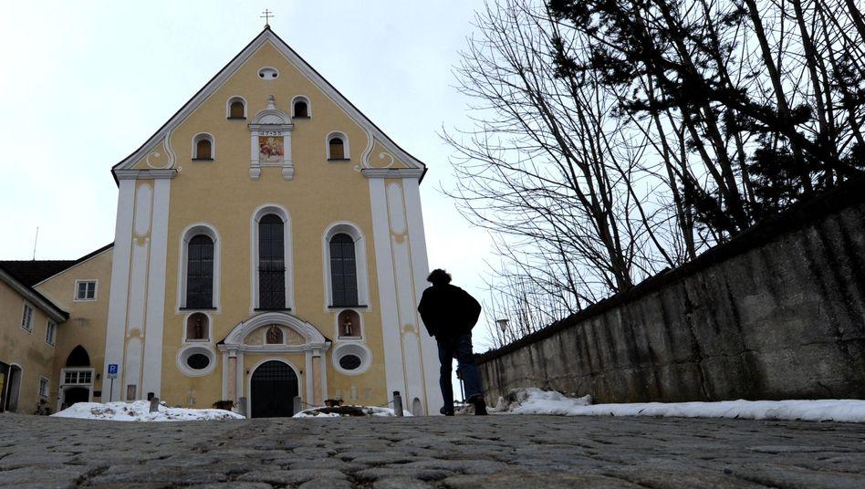 """Die Franziskanerkirche in Bad Tölz: """"Was ist jetzt los mit Pfarrer H.?"""""""