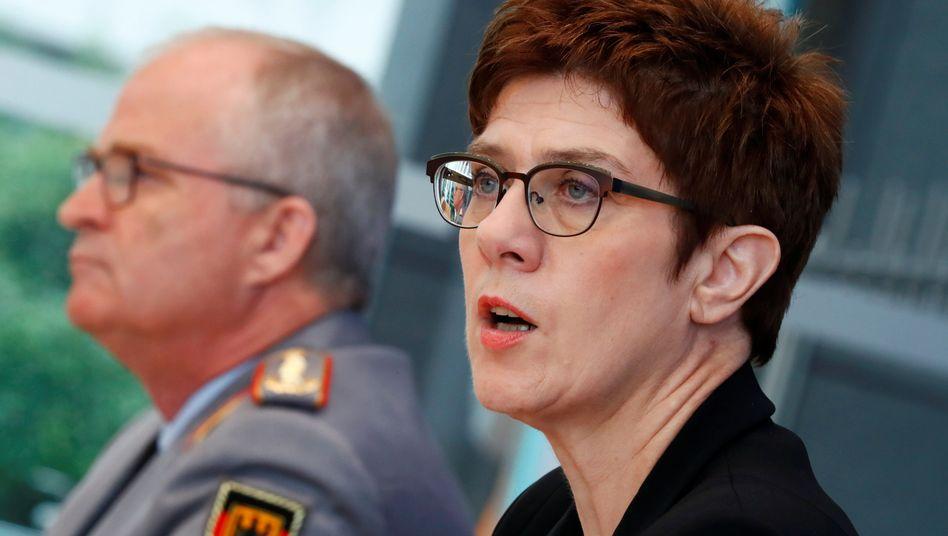Bundeswehr-Generalinspekteur Zorn und Verteidigungsministerin Kramp-Karrenbauer: Problemfall KSK