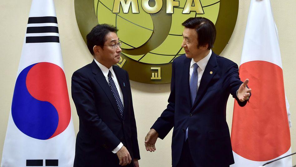 Japans und Südkoreas Außenminister: Einigung nach jahrzehntelangem Streit