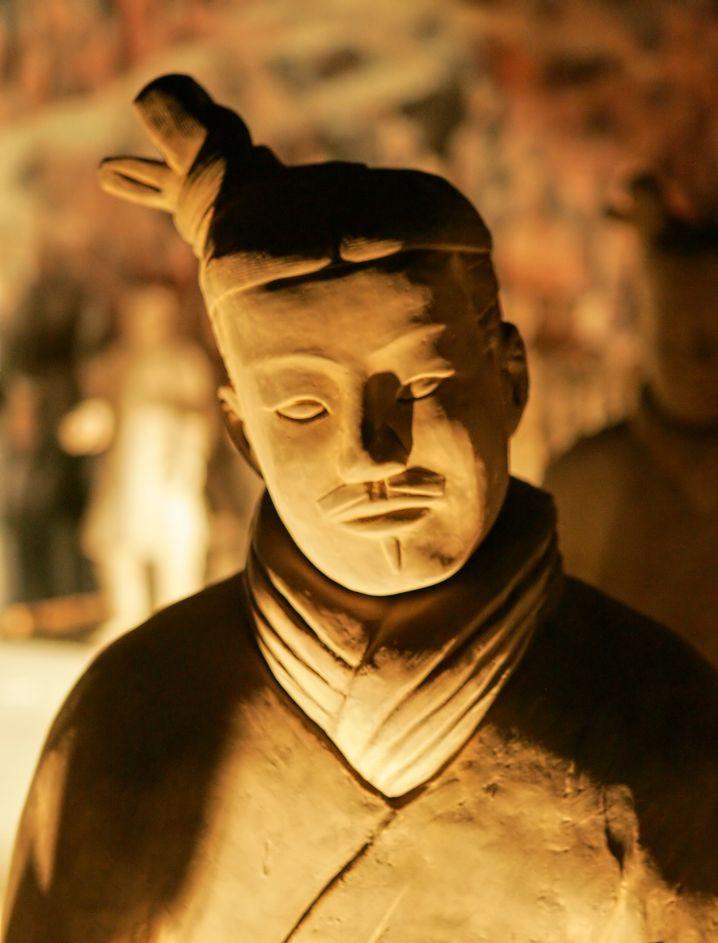 Monumentales Grab des ersten chinesischen Kaisers: Terrakotta-Soldat (Nachbildung)