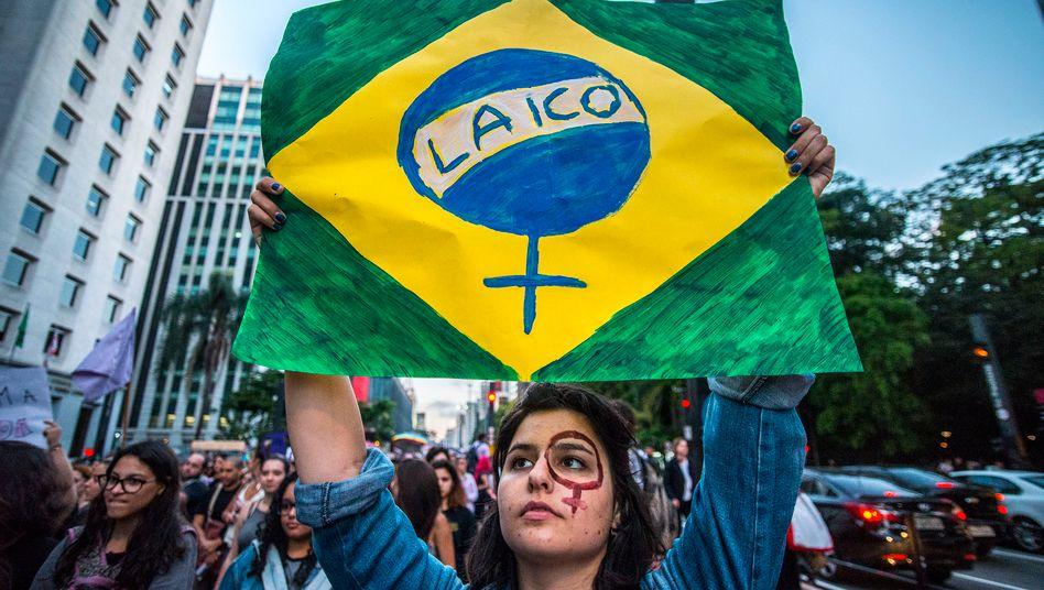 Der Streit um Abtreibungen spaltet Brasilien seit Jahren - hier protestieren Frauen gegen ein Verbot im Jahr 2017